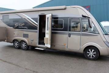 Hire a motorhome in St. Georgen im Schwarzwald from private owners| Bürstner Mr. Luxuscamper