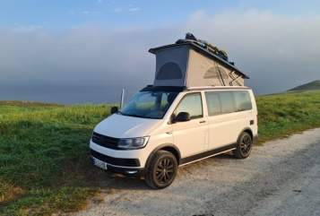 Hire a motorhome in Willich from private owners  VW  Carlo 4x4