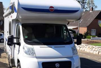 Hire a motorhome in Kellinghusen from private owners| Bürstner Borsti