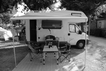 Hire a motorhome in Oberhofen im Inntal from private owners| Hymer Flocky