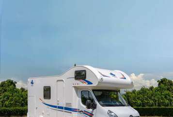 Hire a motorhome in Grünstadt from private owners| Ahorn Ellis