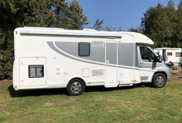 Hire a motorhome in Dinslaken from private owners| Miller Das Hunde-WoMo