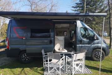 Hire a motorhome in Sandersdorf-Brehna from private owners| Challenger Vany 114