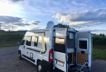 Hire a motorhome in Landau in der Pfalz from private owners| Weinsberg Ginbie Junior