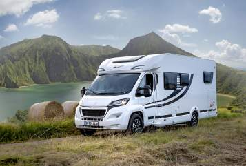 Hire a motorhome in Neuried from private owners| Knaus-OrangeCamp Bella