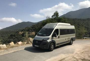Hire a motorhome in Putzbrunn from private owners| HYMER Minister