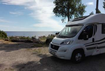 Hire a motorhome in Weinböhla from private owners| Orange Camp Vabadus 2