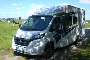 Hire a motorhome in Nordhorn from private owners| Knaus Enno