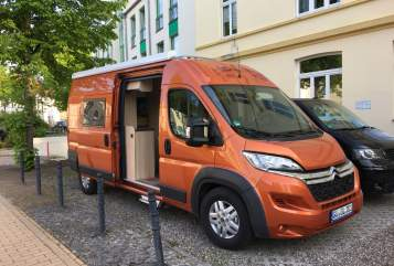 Hire a motorhome in Güstrow from private owners| Clever Orange Dream