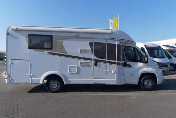 Hire a motorhome in Bielefeld from private owners| Carado Perla