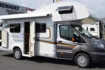 Hire a motorhome in Bielefeld from private owners| Nobelart Deluxe A 8000 Road-Runner