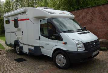 Hire a motorhome in Jork from private owners| Roller Team Oli