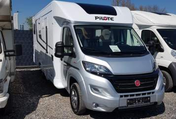 Hire a motorhome in Siegburg from private owners| Pilot Womi
