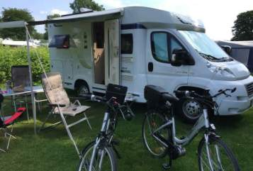Hire a motorhome in Waltrop from private owners| Hobby Hobbit