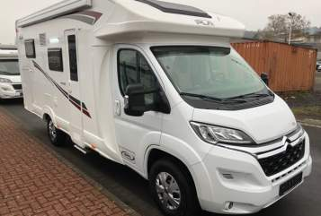 Hire a motorhome in Ulmen from private owners| P.L.A. Rentier Rudi