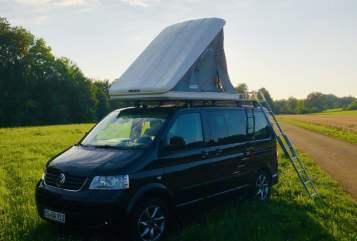 Hire a motorhome in Donaueschingen from private owners| VW T5 T5 Black Camper