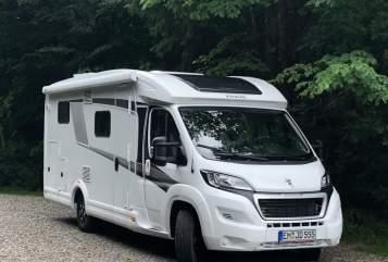 Hire a motorhome in Teningen from private owners| Knaus Schuh desManitu