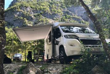 Hire a motorhome in Teningen from private owners| Knaus Schuh desManitu