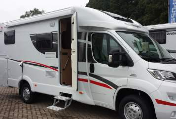 Hire a motorhome in Lehrte from private owners| Sunlight  Lorna