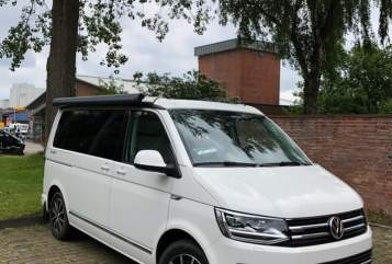 Hire a motorhome in Flensburg from private owners  Volkswagen Cultcamper 2