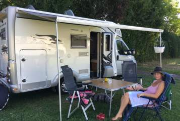 Hire a motorhome in Groß-Umstadt from private owners| Laika Carlos