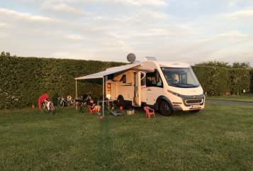Hire a motorhome in Nuthetal from private owners| Roller Team Zefiro