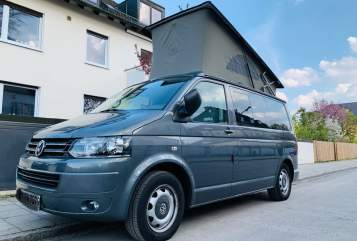 Hire a motorhome in München from private owners| VW T5 Fluchtwagen