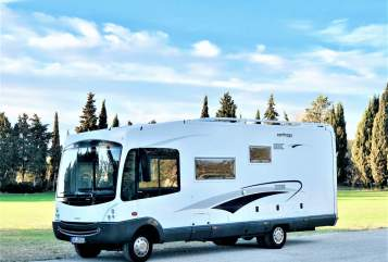 Hire a motorhome in Poing from private owners| Carthago Carthy