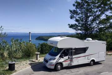 Hire a motorhome in Burghausen from private owners| Sunlight Automatic