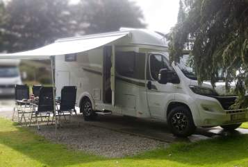 Hire a motorhome in Dortmund from private owners| Carado Svart