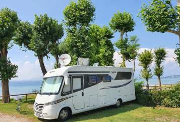 Hire a motorhome in Wermelskirchen from private owners| Frankia Berta