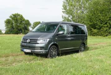 Hire a motorhome in Dresden from private owners| Volkswagen T6 California 4Motion Bullis Traum