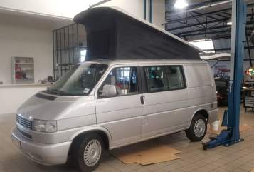 Hire a motorhome in Voorburg from private owners| VW Camper California Grey