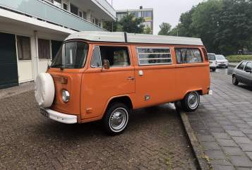 Hire a motorhome in Amstelveen from private owners| Volkswagen T-2 Orange