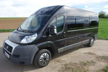 Hire a motorhome in Weil der Stadt from private owners| Citroen Black Beauty