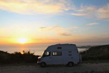 Hire a motorhome in Hamburg from private owners| Mercedes Büssli