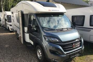 Hire a motorhome in Solingen from private owners| Adria Matti