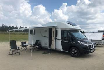 Hire a motorhome in Sankt Peter-Ording from private owners| LMC Breezer Betty
