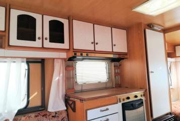 Hire a motorhome in Moers from private owners| WILK EL VETERANO