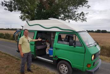 Hire a motorhome in Köln from private owners| VW T3 Hochdach Frosch