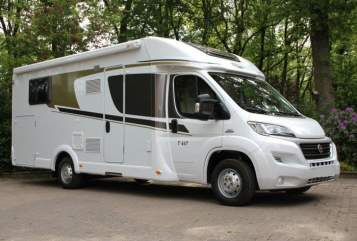 Hire a motorhome in Remscheid from private owners| Carado Cara 447