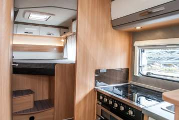 Hire a motorhome in Aschheim from private owners| Orangecamp Made bei Knaus Orangi
