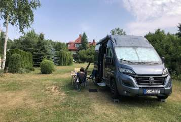 Hire a motorhome in Chemnitz from private owners| Hymer Ayers Rock