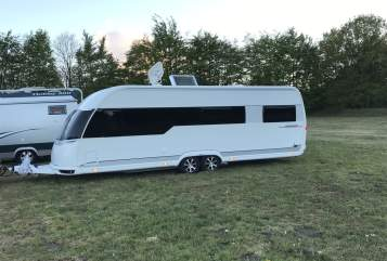 Hire a motorhome in Greifswald from private owners| Hobby Dicke Berta