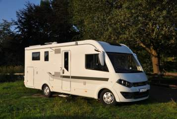 Hire a motorhome in Hennef from private owners| Adrian WoMo