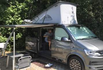 Hire a motorhome in Großhansdorf from private owners| VW Beach-Bulli