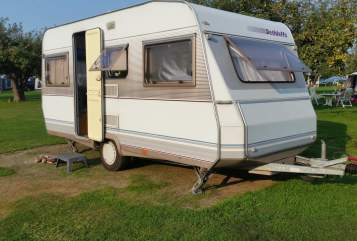 Hire a motorhome in Neuzelle from private owners| Dethleffs Beduin