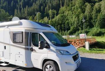 Hire a motorhome in Nalbach from private owners| Carado Emma