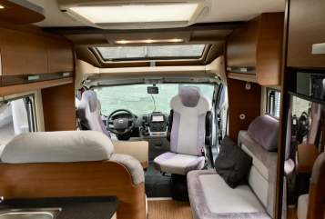 Hire a motorhome in Sinntal from private owners| Knaus Sunny