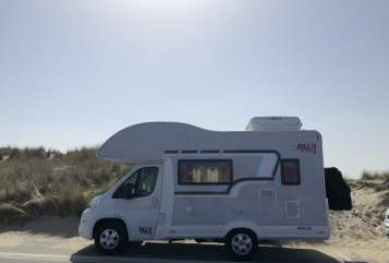 Hire a motorhome in Düsseldorf from private owners| Bela HarrinaMobil
